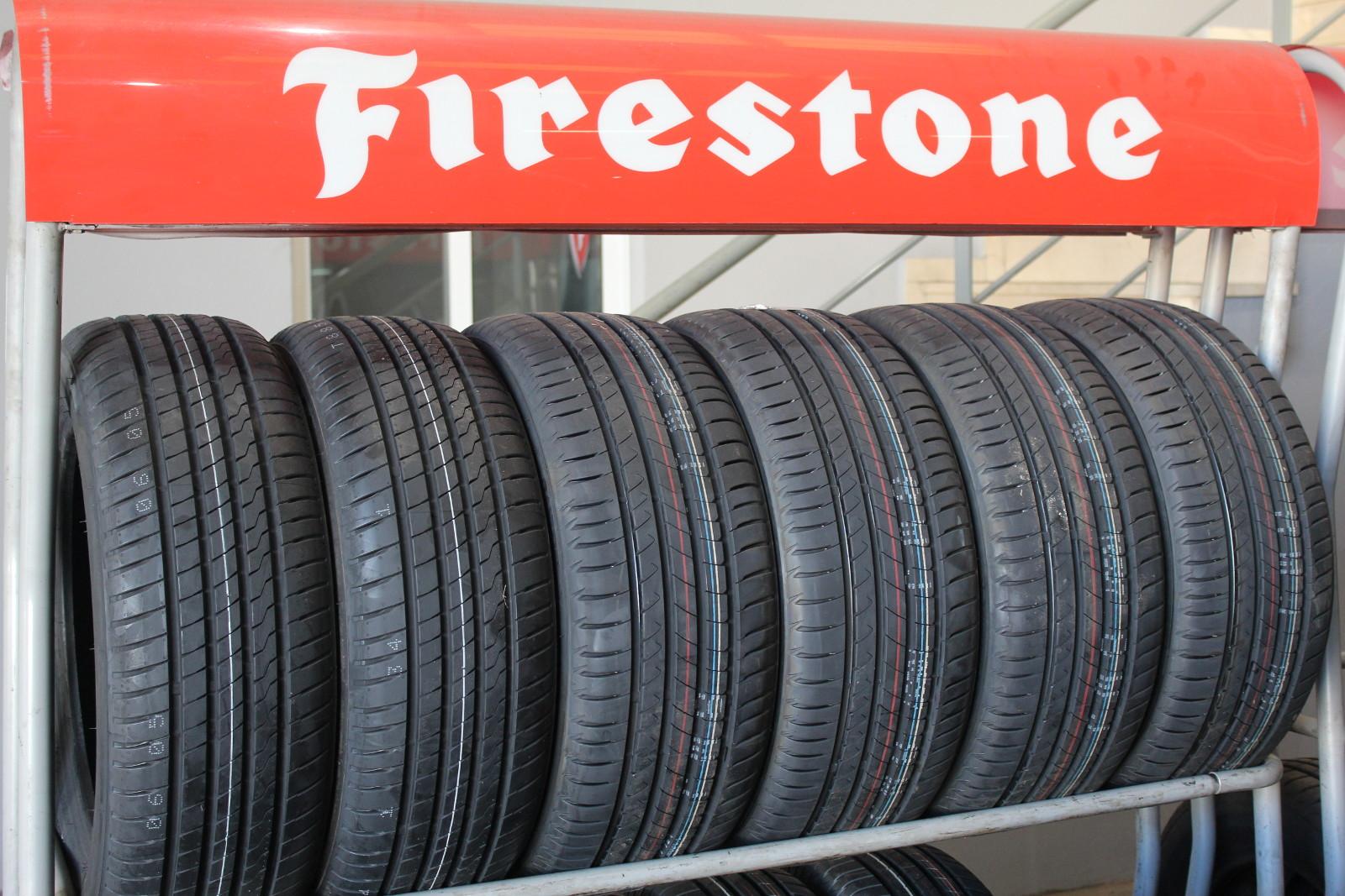 Expositor Firestone en Neumáticos Rafael Ortega Toledo SL